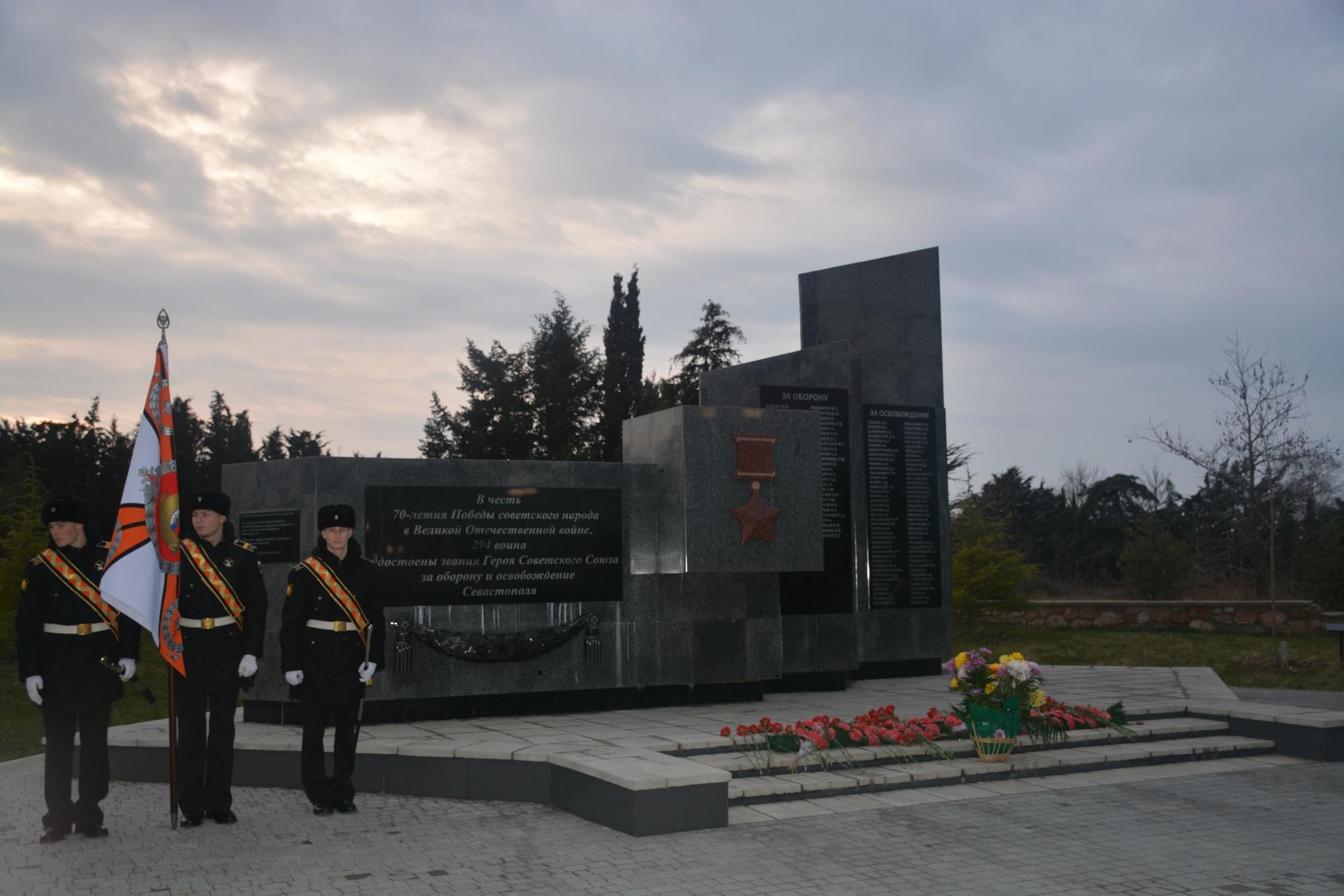 u-monumenta-v-parke-pobedi